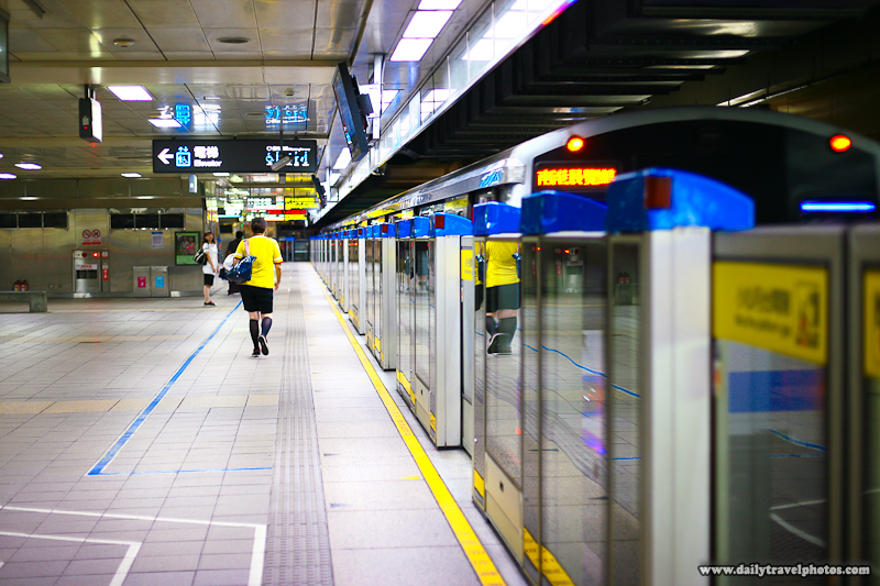 Passenger Walking on a Clean Subway Platform - Taipei, Taiwan - Daily Travel Photos